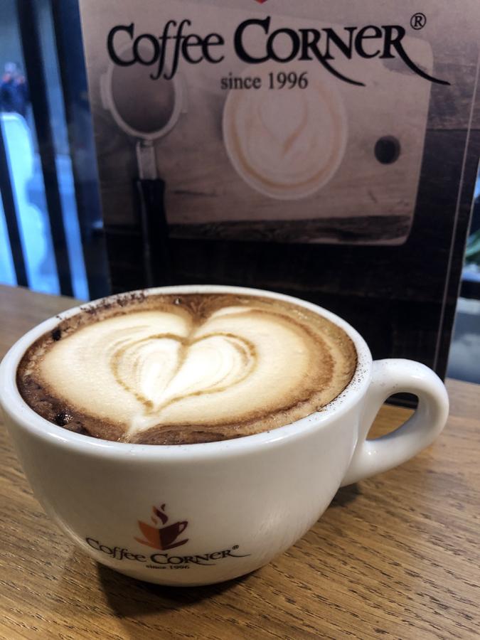 Café con corazón para el Día de los Enamorados.